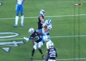 Stafford's slick no-look screen pass turns into 19-yard catch and run