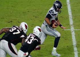 Russell Wilson takes off for quick 22-yard scramble