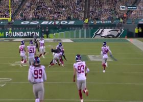 Wentz improvises for cross-body strike to Rodgers for 30 yards
