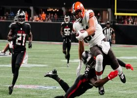 Austin Hooper is all alone after Falcons collide for 35-yard catch and run