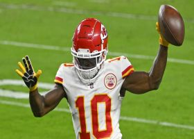 Tyreek Hill's fifth catch of drive takes him into end zone for TD