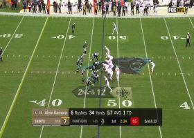 Alvin Kamara uses patience to take screen pass 15 yards