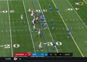 O.J. Howard makes catch in traffic for 25-yard gain
