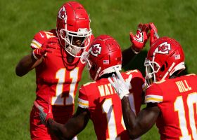 Mahomes uses razzle dazzle on third-and-goal TD to Watkins