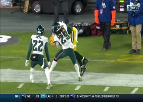 Rodgers slings sideline dime to Lazard for big third-down pickup