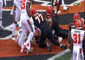 Mixon bulldozes through defenders for 3-yard TD run