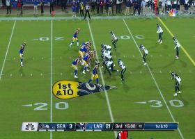 Robert Woods takes screen pass 16 yards to open second half