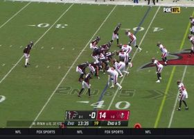 Cordarrelle Patterson gets loose for 23-yard gain on screen pass