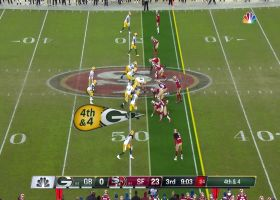Rodgers avoids near sack to convert fourth down