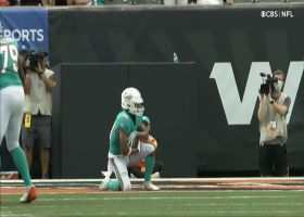 Sinnett has Fins' sideline hyped after key two-point pass to Perry