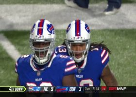 Kelvin Benjamin reaches up for one-handed grab