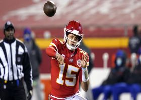 Mahomes makes Milano whiff, rips pass to Hill for big 33-yard gain