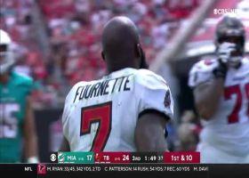 Leonard Fournette's helmet comes off on strong 16-yard gain