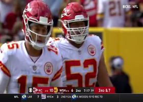 Mahomes holds down turbo button on 17-yard scramble