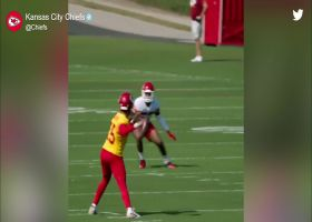 Must See: Mahomes completes ABSURD no-look pass in training camp