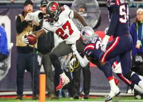 Ronald Jones storms Patriots defenders for 8-yard TD run