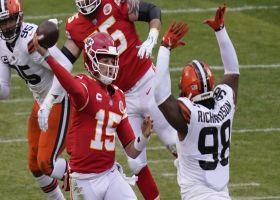 Mahomes' 22-yard cross-body throw to Kelce puts Chiefs in FG range