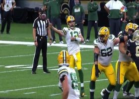 Aaron Rodgers makes effortless no-look pass