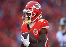 Tyreek Hill can't be contained on speedy fly-sweep TD