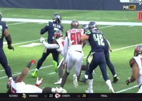 Lavonte David chases down Russell Wilson for third-down sack