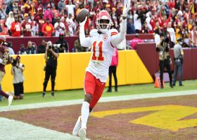 Mahomes dials long distance to Demarcus Robinson for 24-yard TD