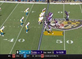 Lamar Jackson's improvisation turns into 22-yard scramble