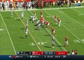 Mahomes finds Tyreek Hill down the sideline for 26 yards