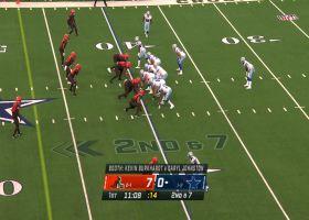 Zeke breaks free with 18-yard misdirection play